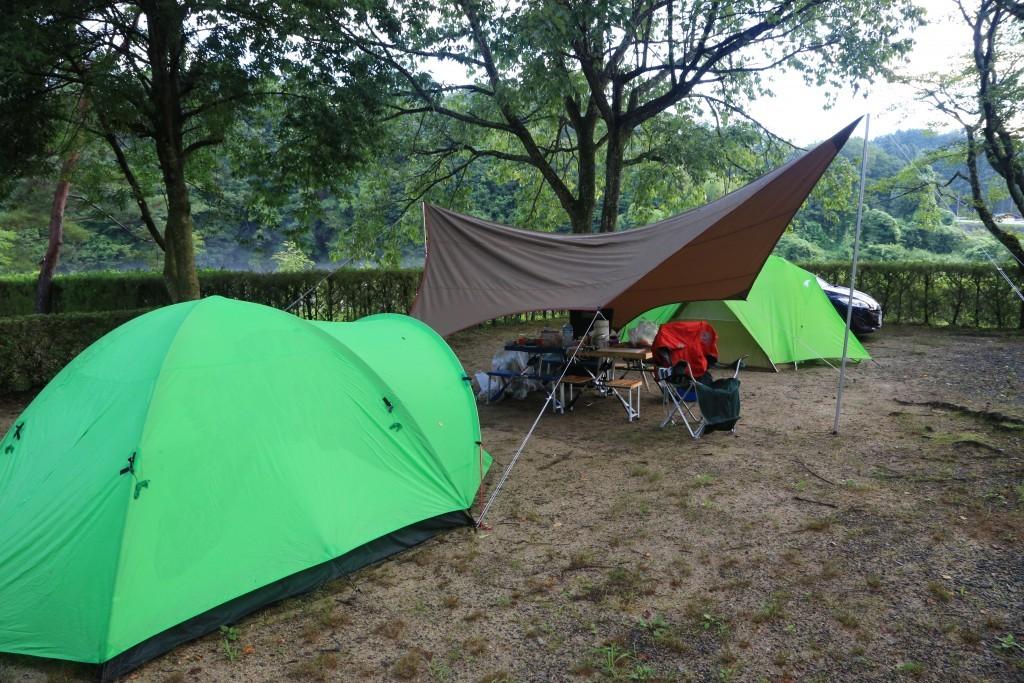 福岡ローマンキャンプ場でテント・タープ設営後