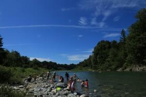 付知川で川遊び