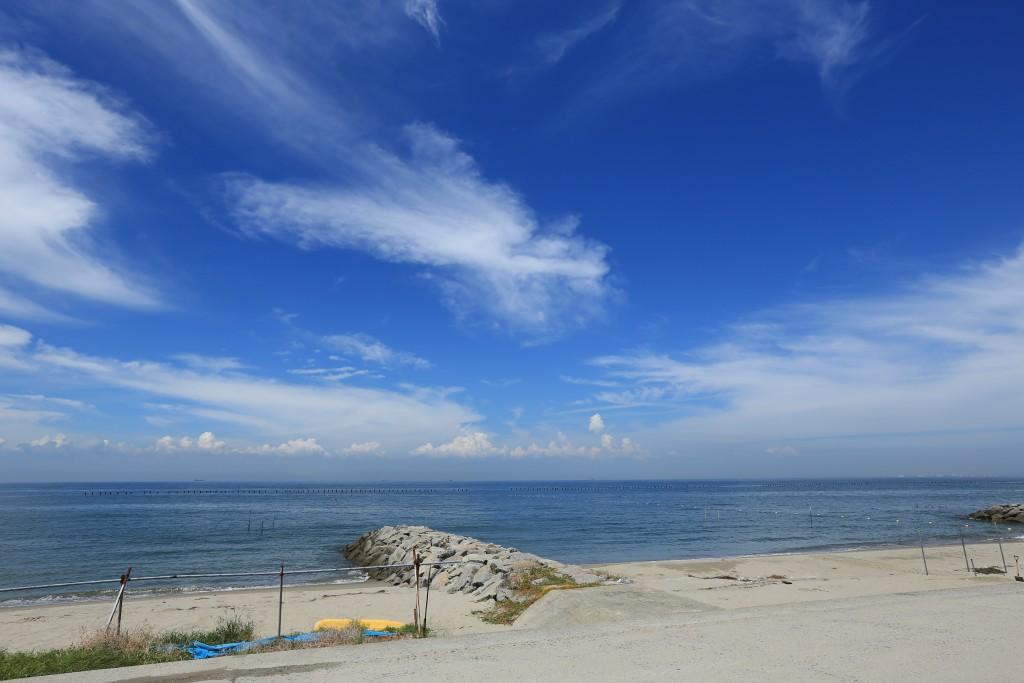 納屋の目の前の海