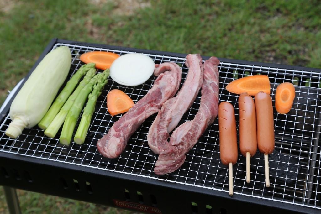 並ぶ肉と野菜