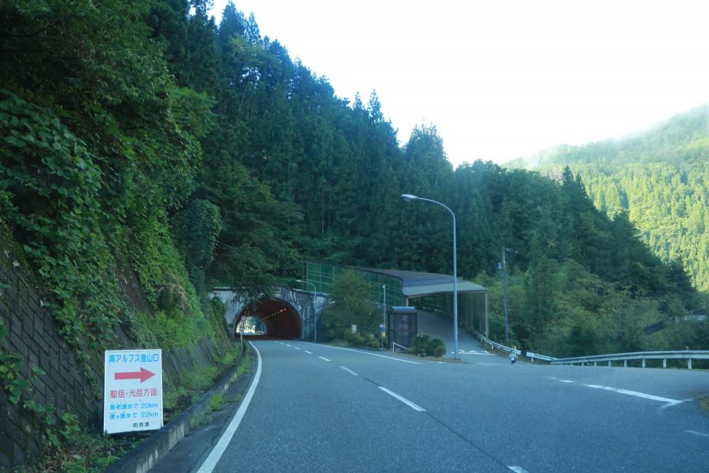 国道152号から易老渡・便ケ島までの入り口