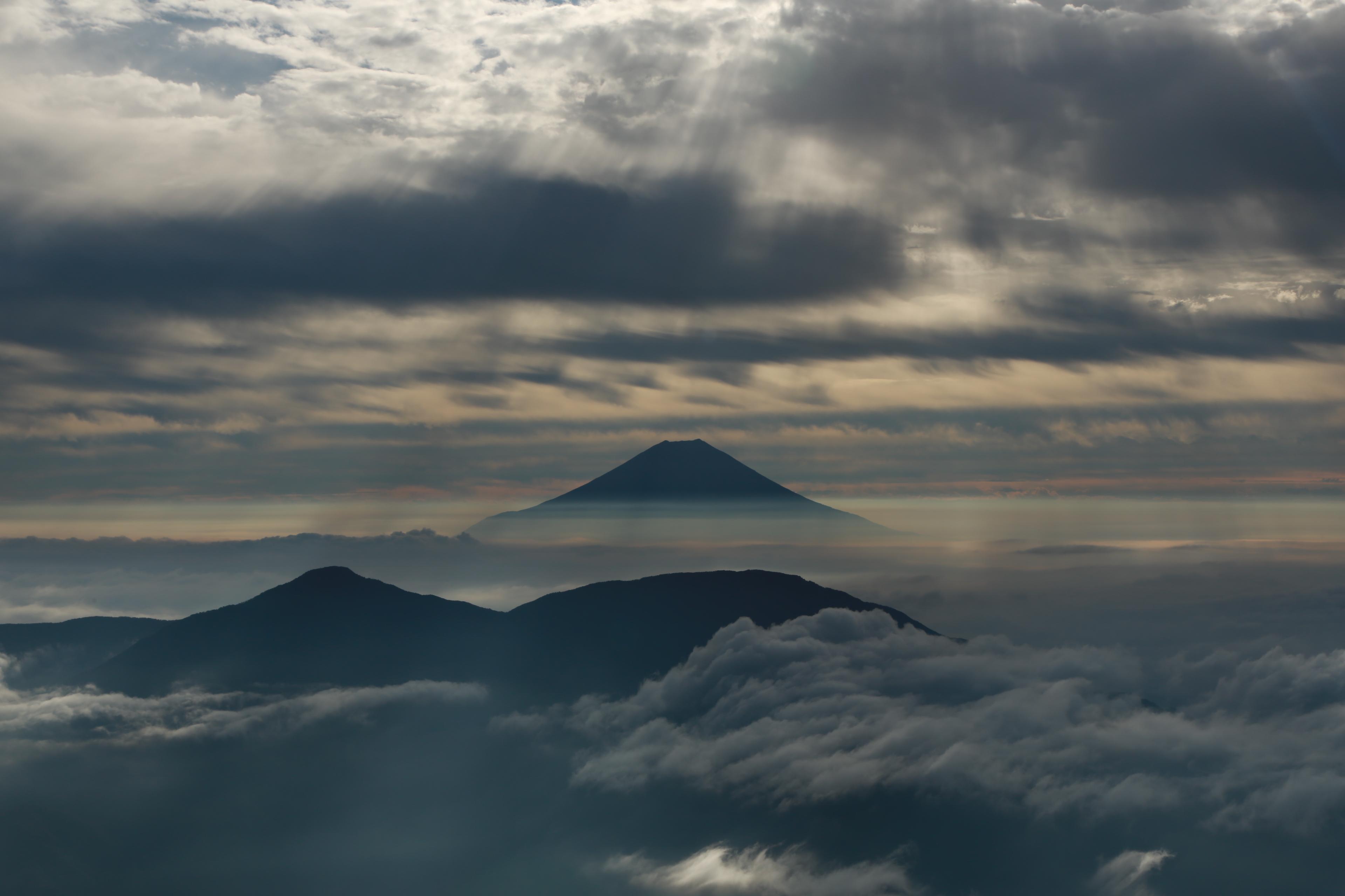 聖岳から望む富士山