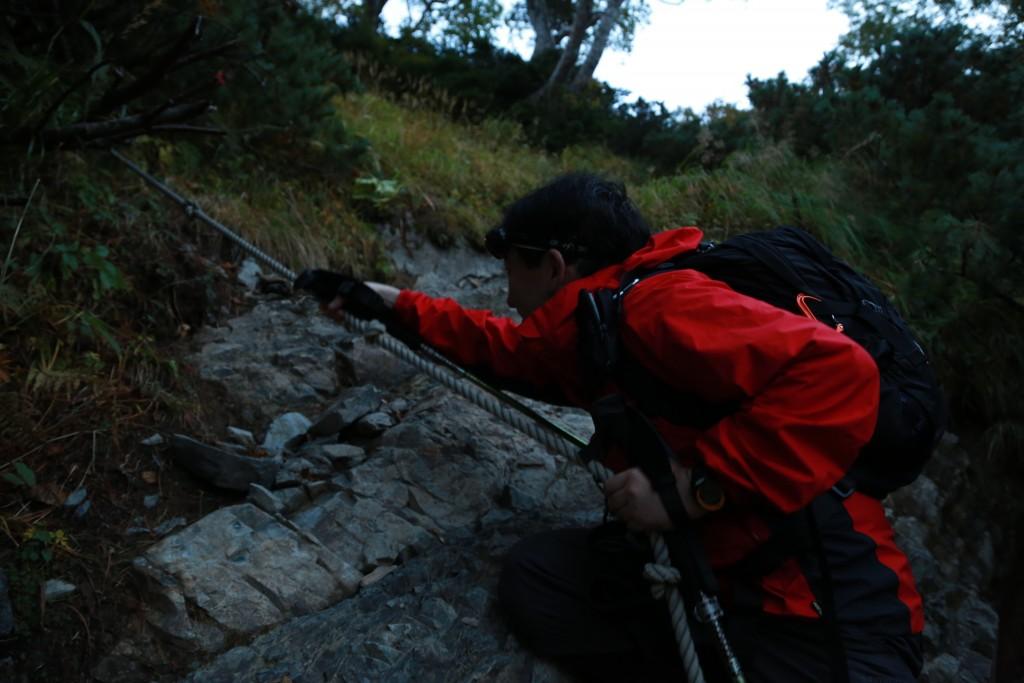 小聖岳登山道ロープ