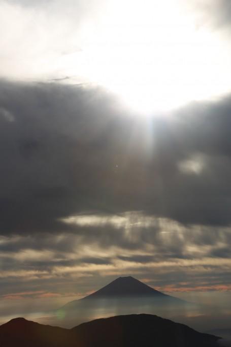 聖岳山頂付近からの富士山