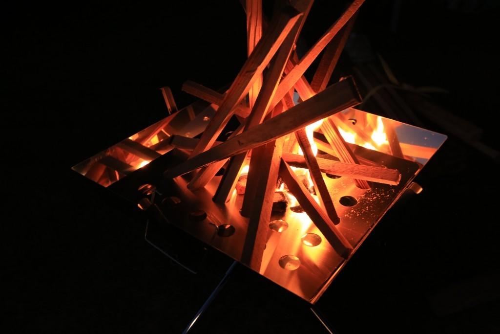 竜洋海洋公園オートキャンプ場で焚き火