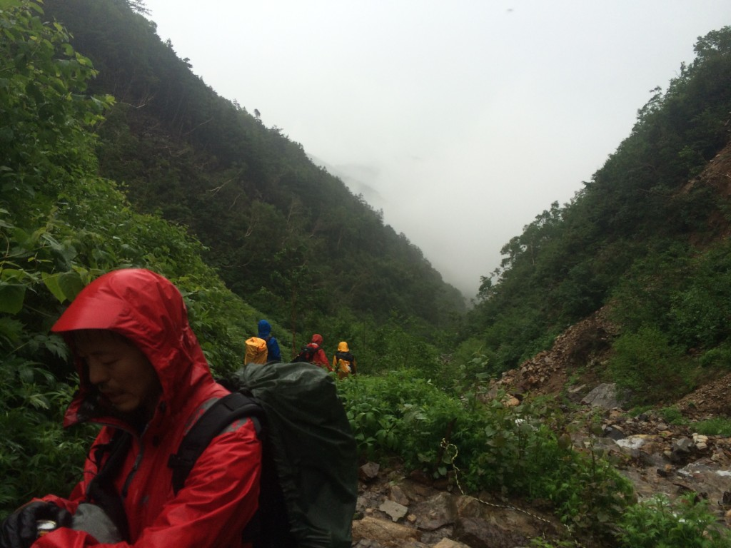 常念岳 雨の中の登山
