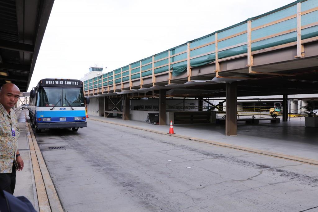 ホノルル国際空港 バス待ち2
