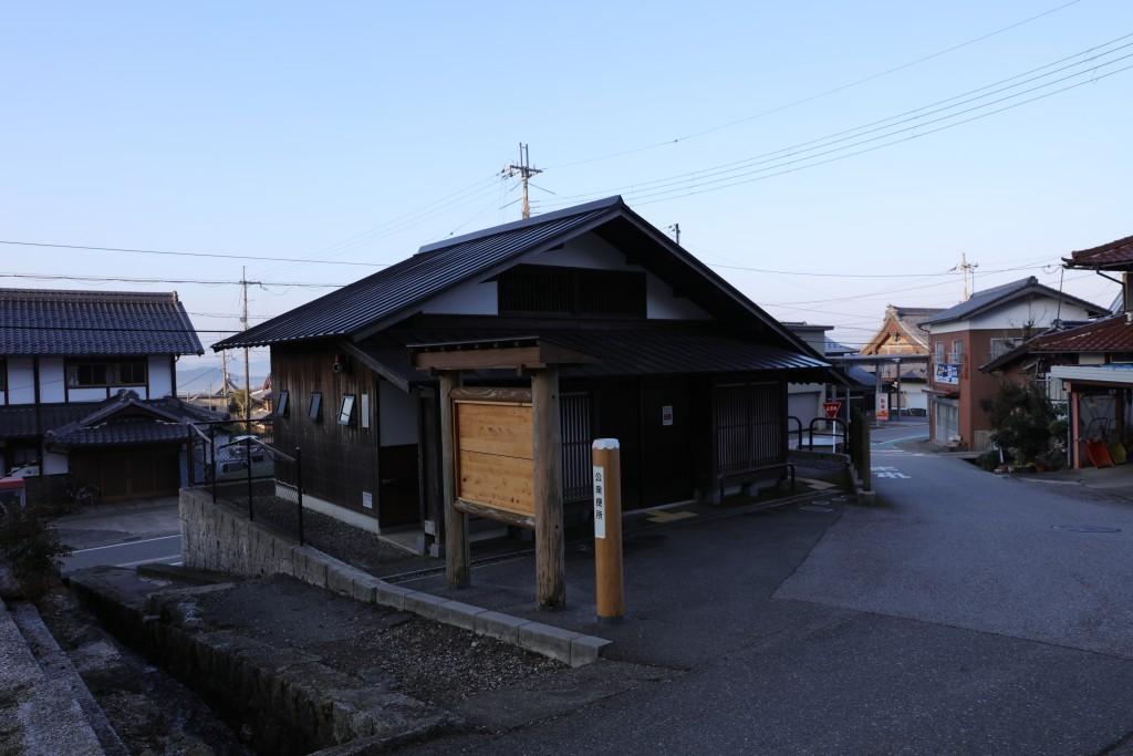 三之宮神社前のトイレ