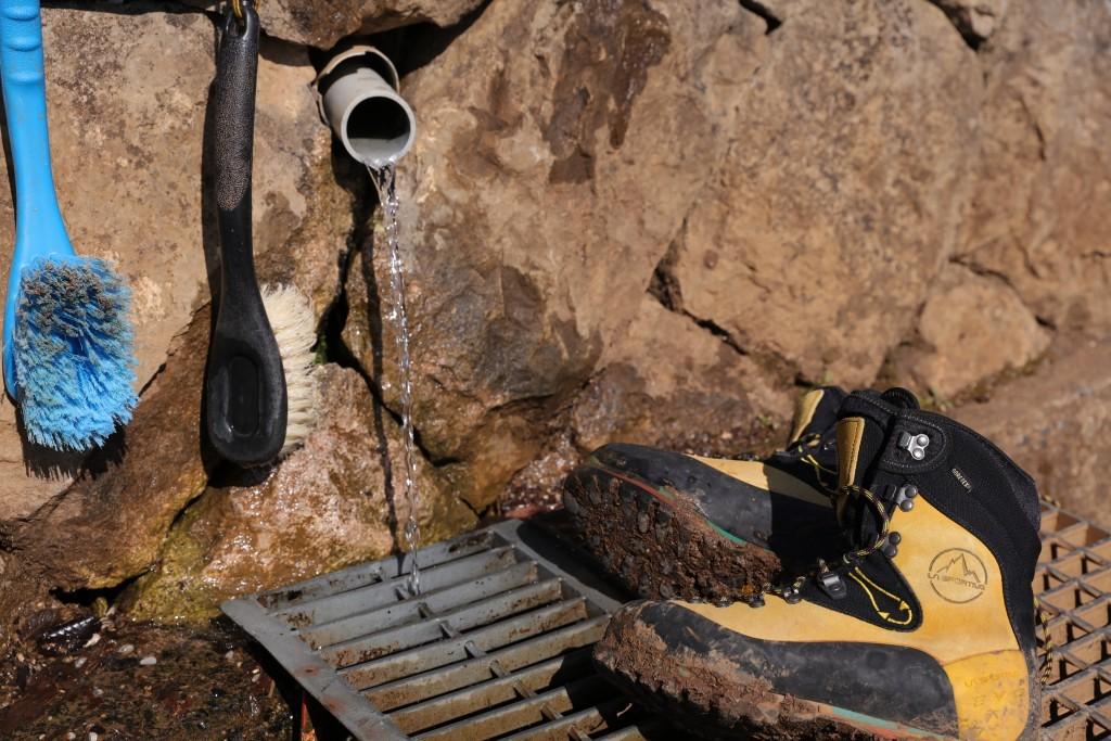 登山靴の掃除