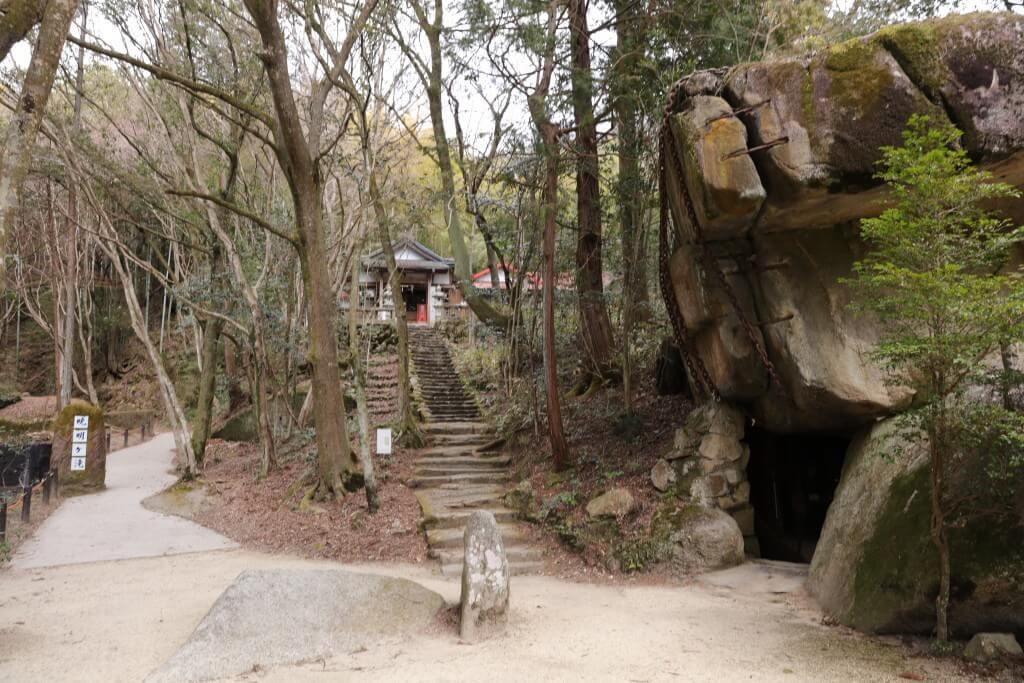 暁名ケ滝への道