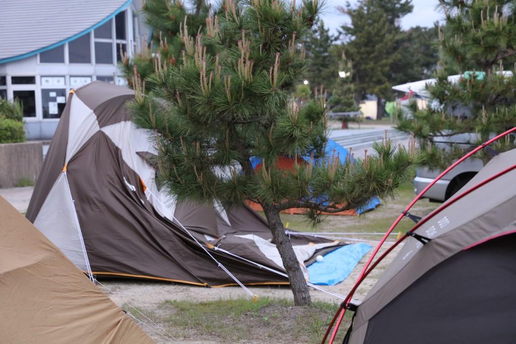 潰れたテント