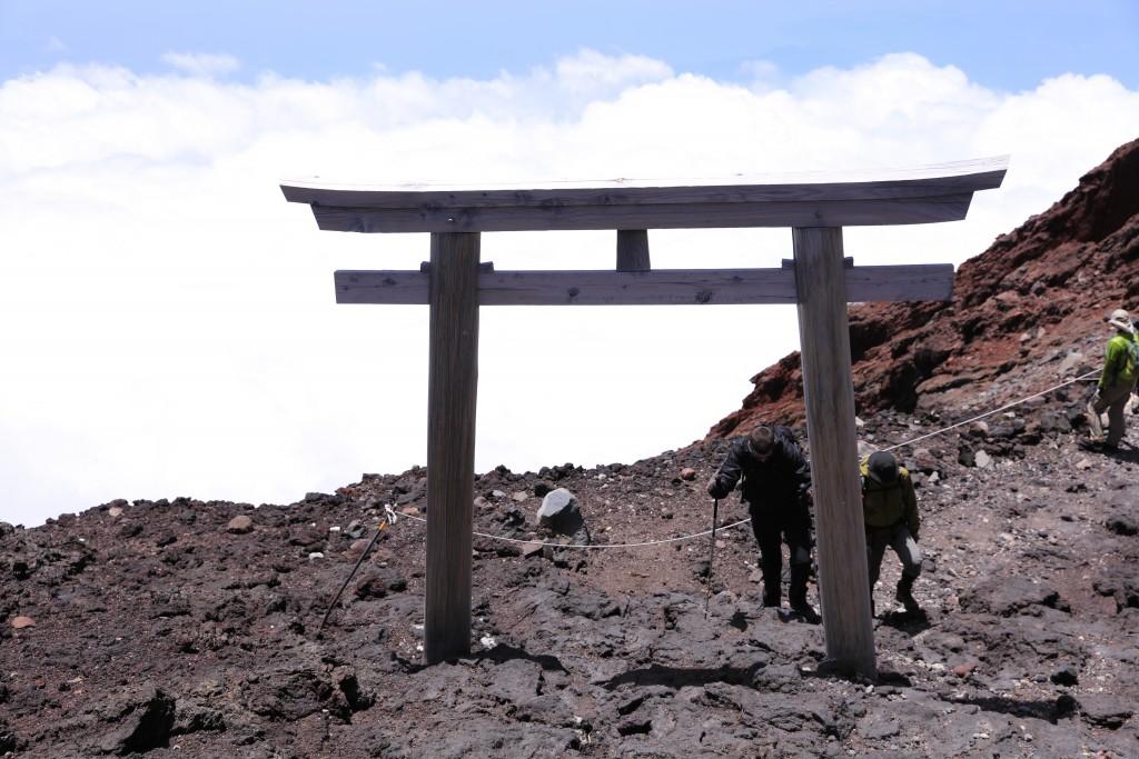 富士宮ルート 頂上直下の鳥居1