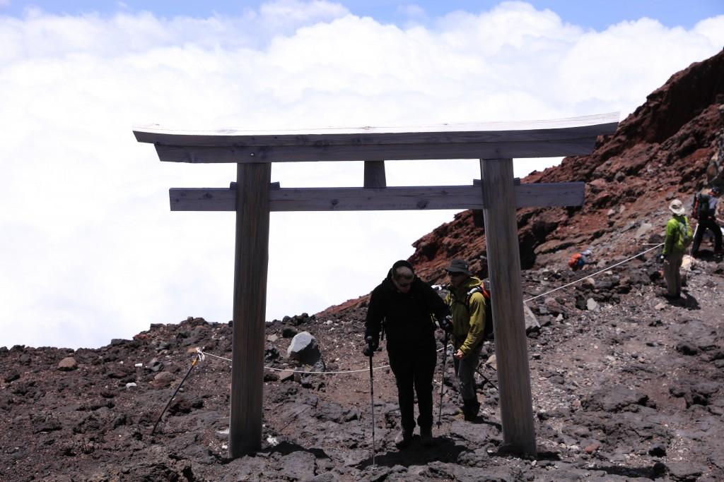 富士宮ルート 頂上直下の鳥居2