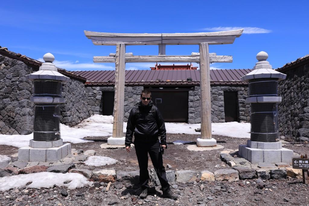 富士山頂上 奥宮1