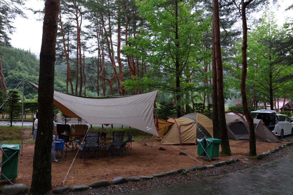 奥飛騨温泉郷オートキャンプ場 テント設営後