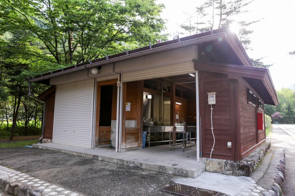 奥飛騨温泉郷オートキャンプ場 炊事場 外観