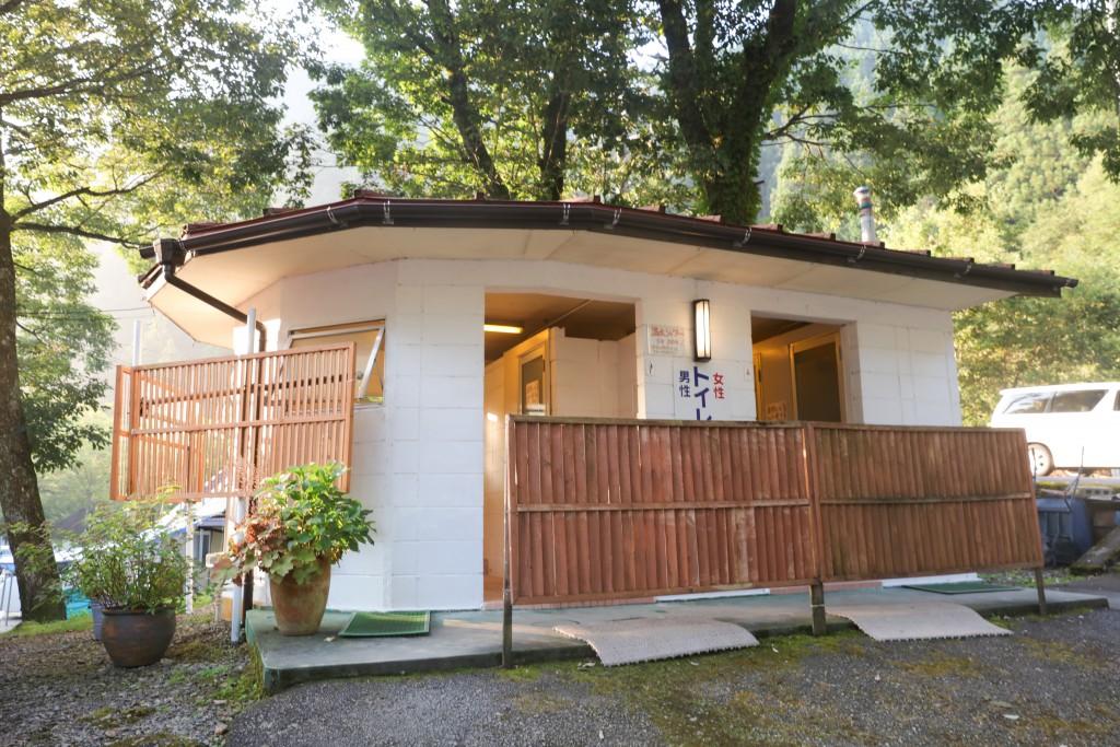 板取キャンプ場 トイレ2
