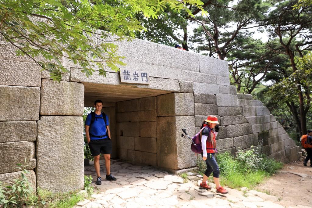 北漢山 登山道 龍岩門