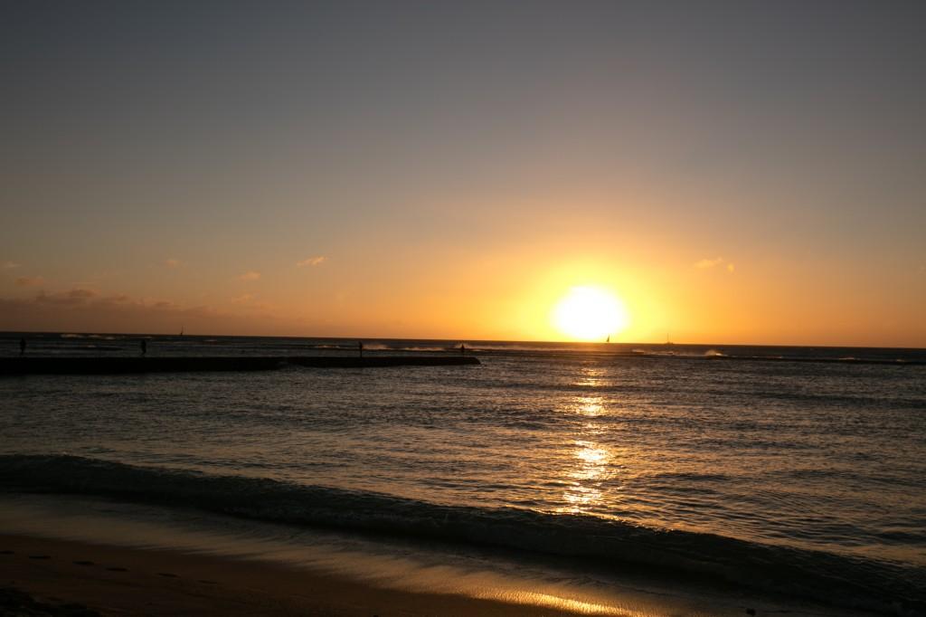 ワイキキビーチ内 クイーンズビーチの夕日1