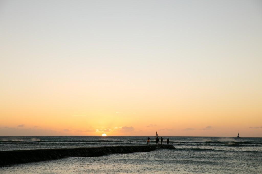 ワイキキビーチ内 クイーンズビーチの夕日2