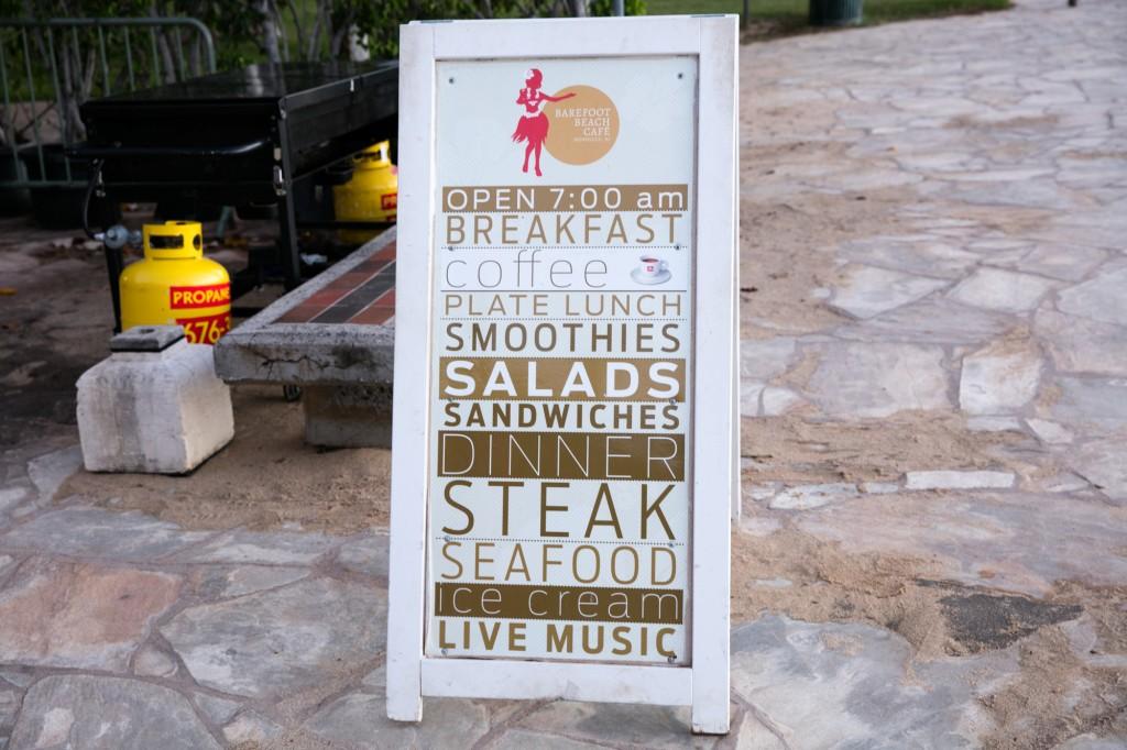 ベアフットビーチカフェ 看板