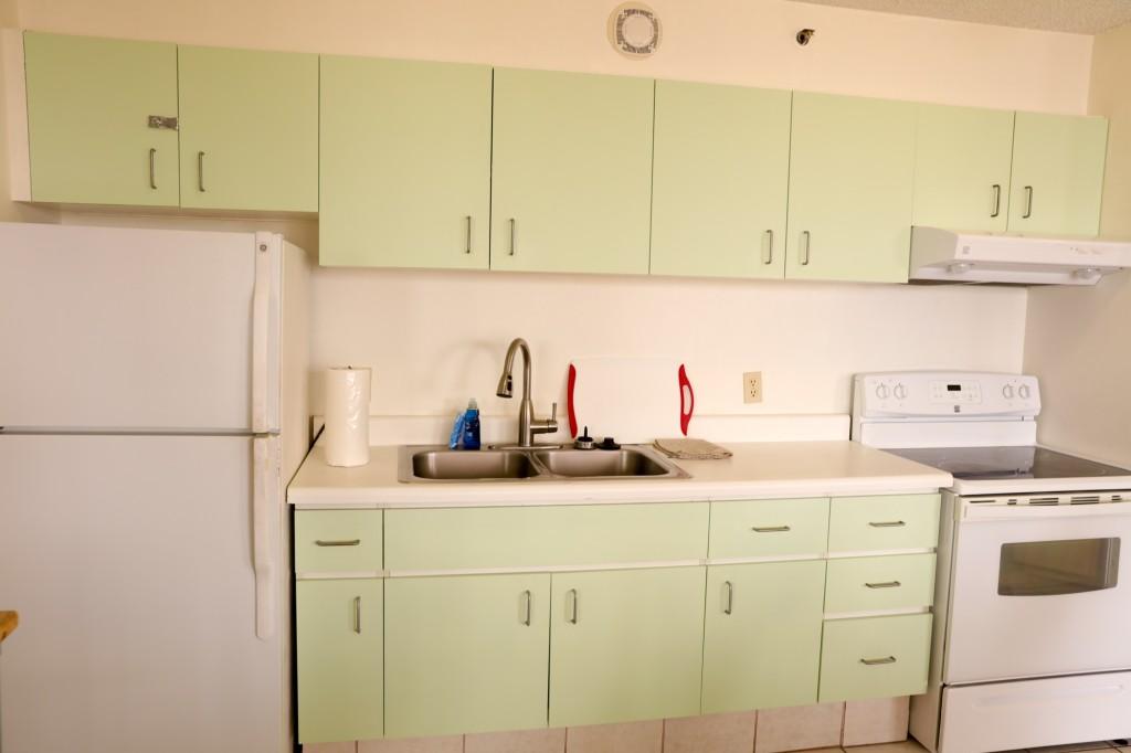 アストン・アット・ザ・ワイキキ・バニアン 2204号室 キッチン2