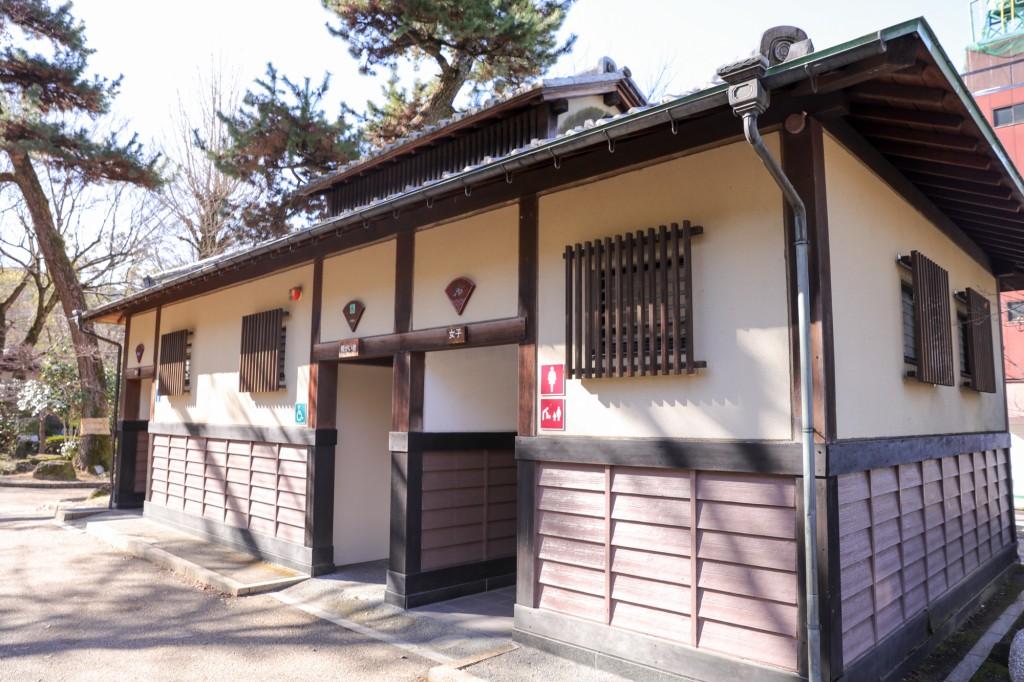 岐阜公園内トイレ