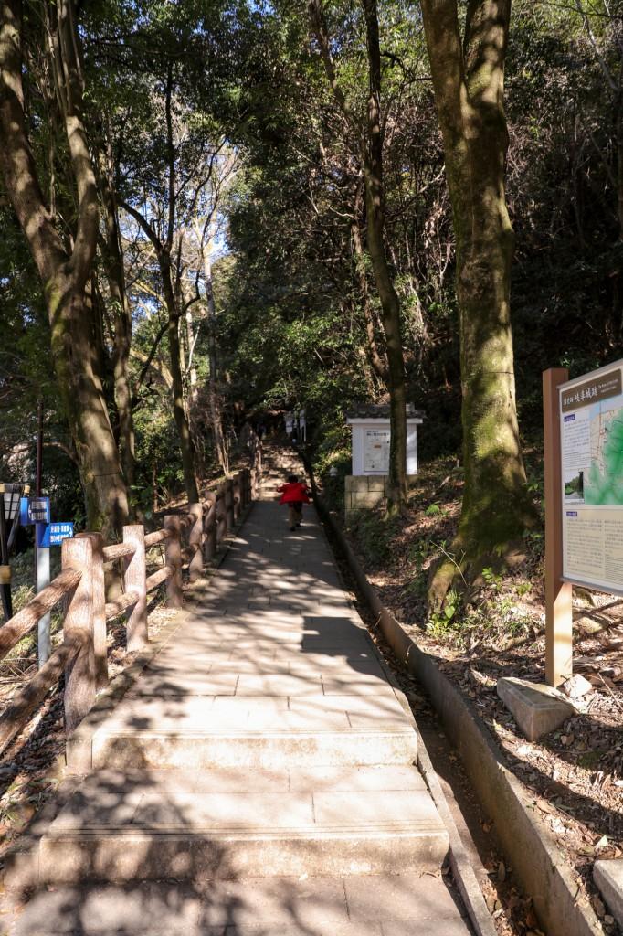 金華山登山道への道2