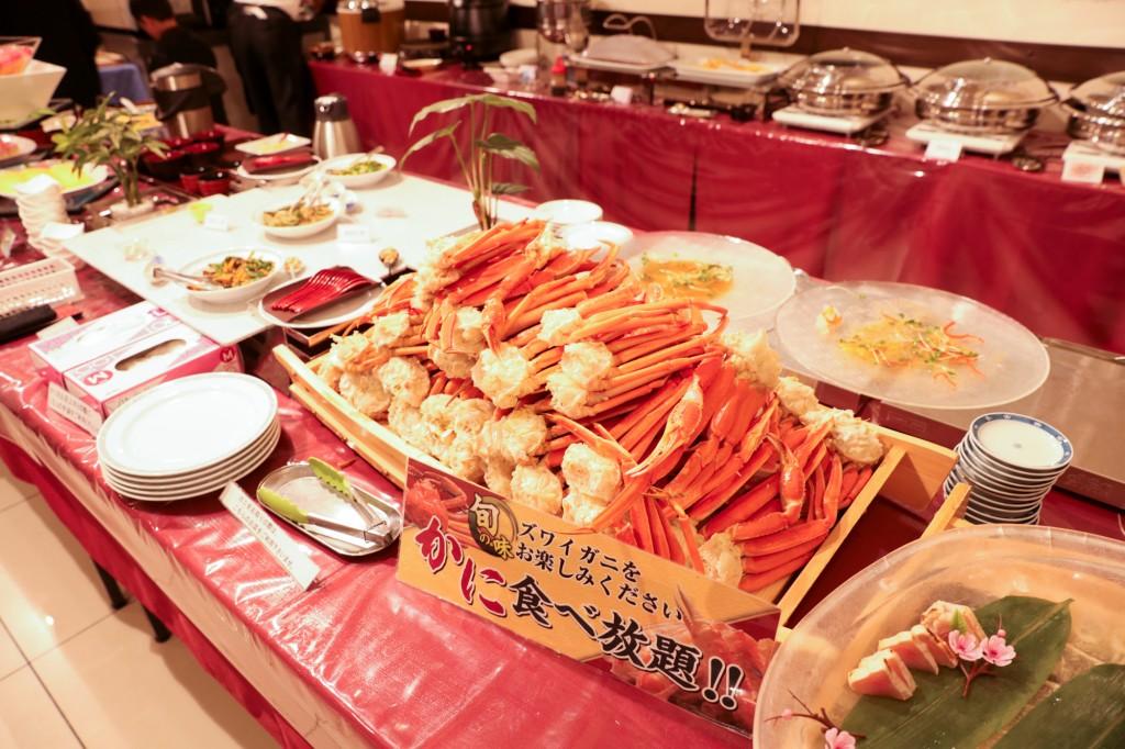 リブマックスリゾート瀬戸内シーフロント 夕食ビュッフェ カニ食べ放題
