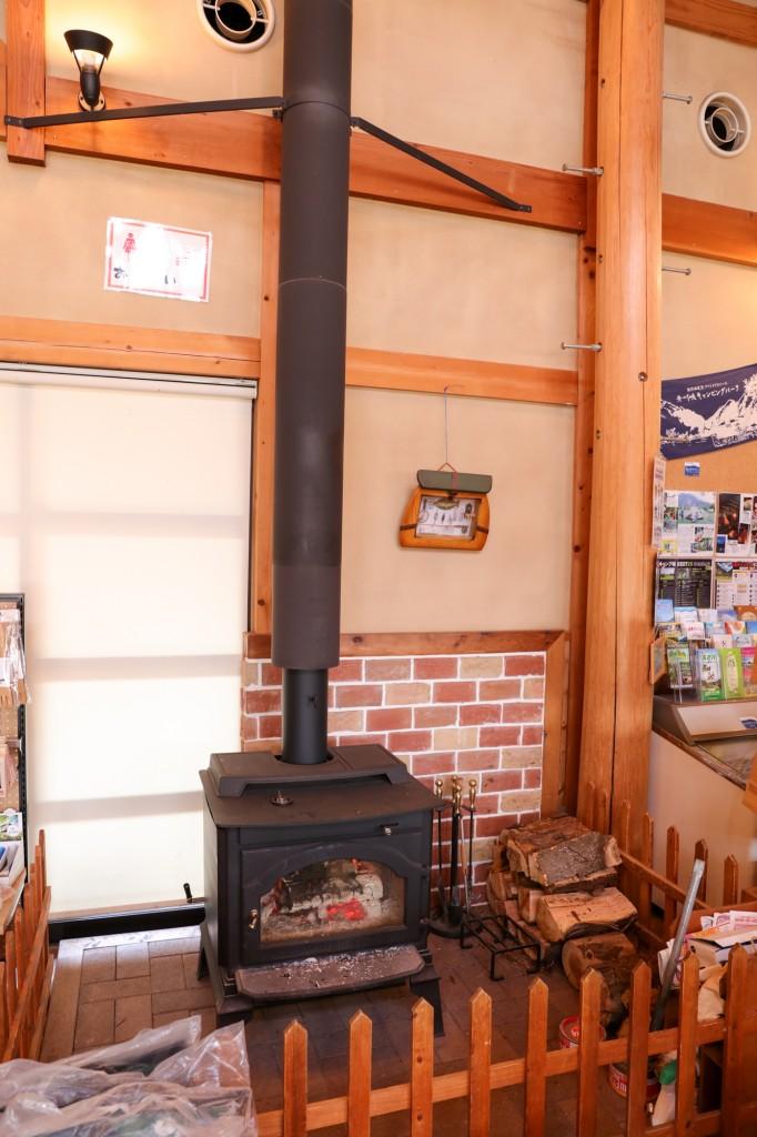 青川峡キャンピングパーク センターハウス 暖炉