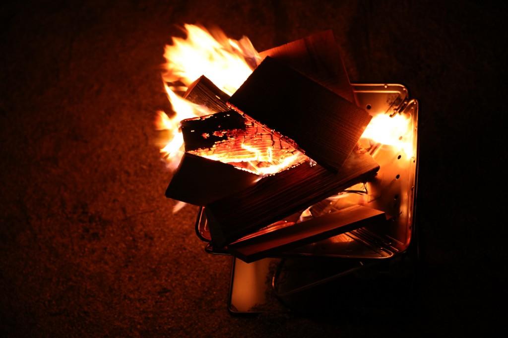 暴風の中の焚き火 着火後