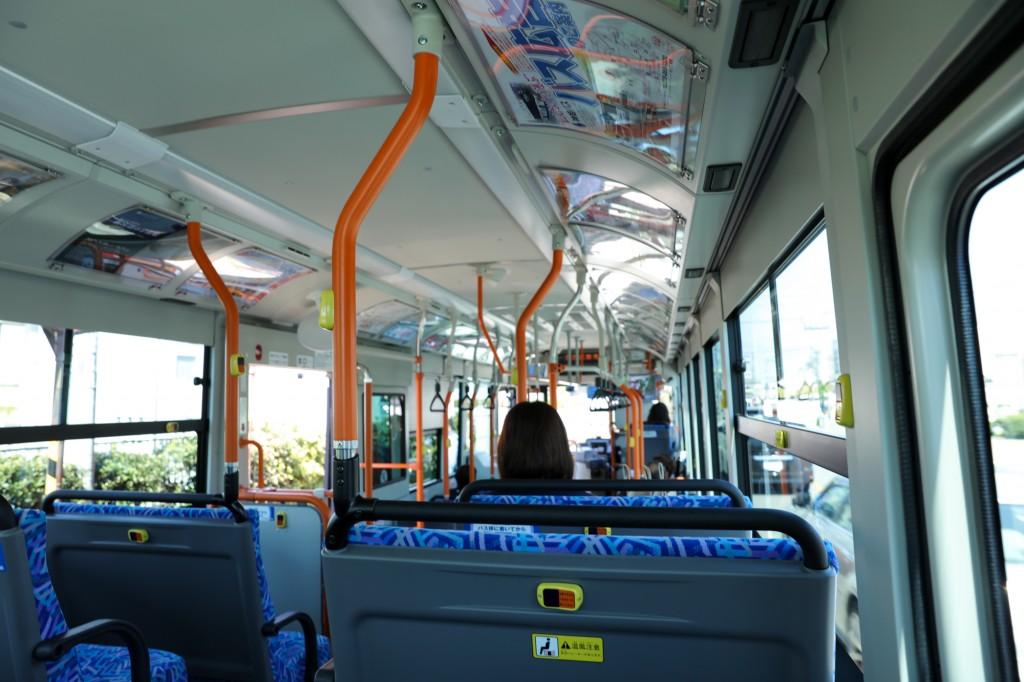 竹蔵へのバス内