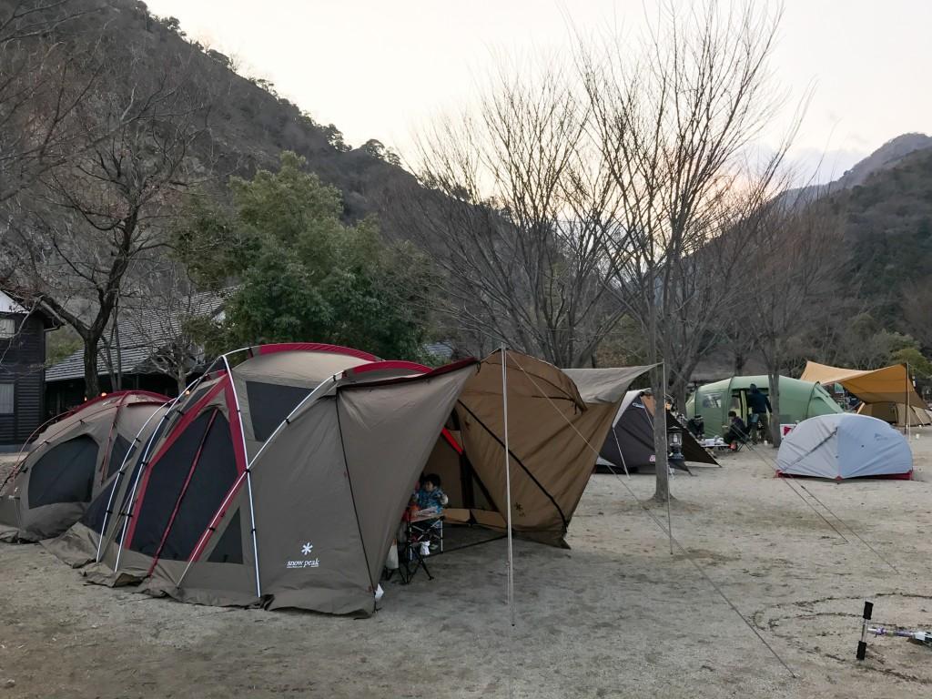 青川峡キャンピングパーク テント・タープ設営後