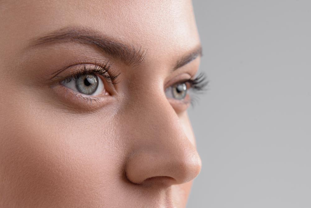 目と鼻の周り