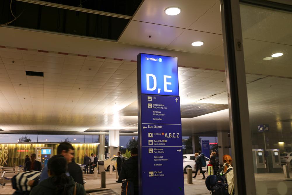 フランクフルト国際空港 ターミナル2 バス停