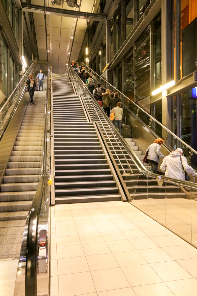 フランクフルト国際空港 ターミナル1 スカイウォーク ビル1階