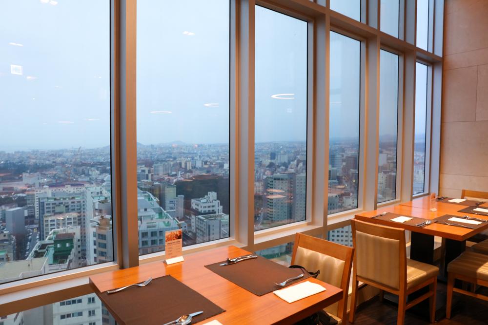 済州島 ロッテシティホテル 朝食ビュッフェ 窓側席
