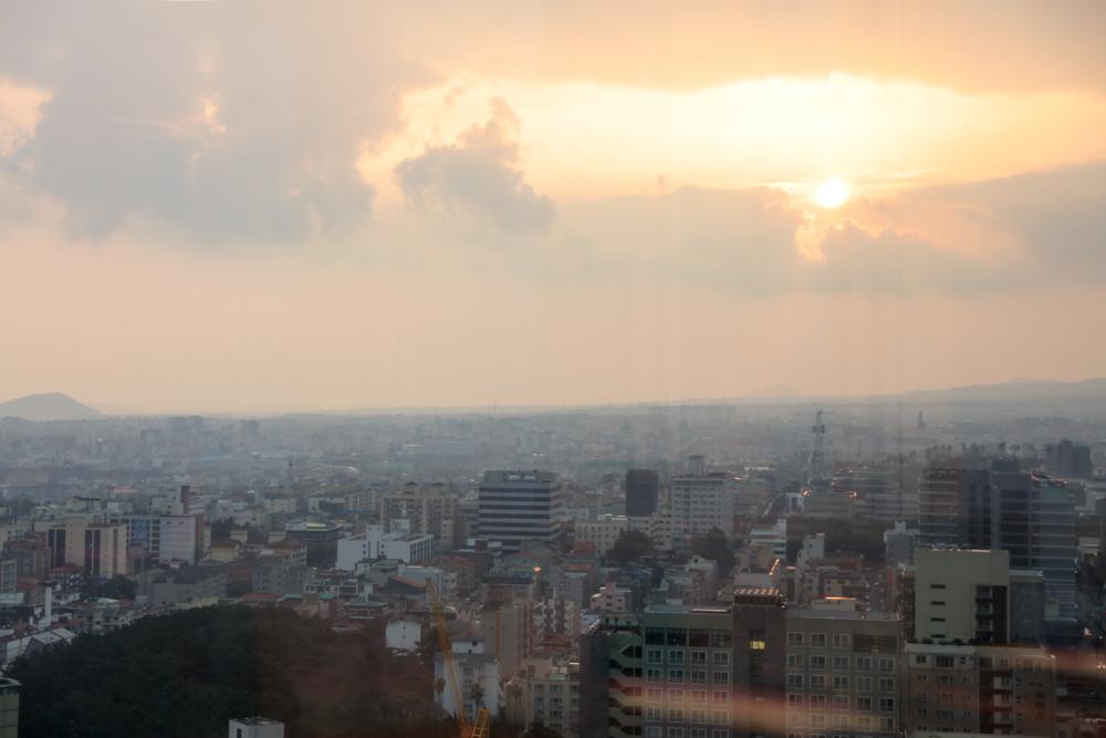 済州島 ロッテシティホテル 朝食ビュッフェ 窓側席からの眺め