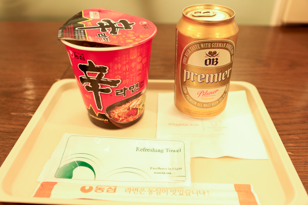 釜山 金海空港 国際線 KALラウンジで辛ラーメン