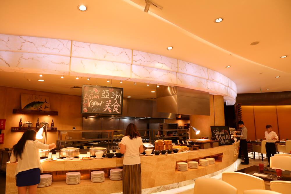 ヒルトン虹橋ホテル 朝食レストラン1