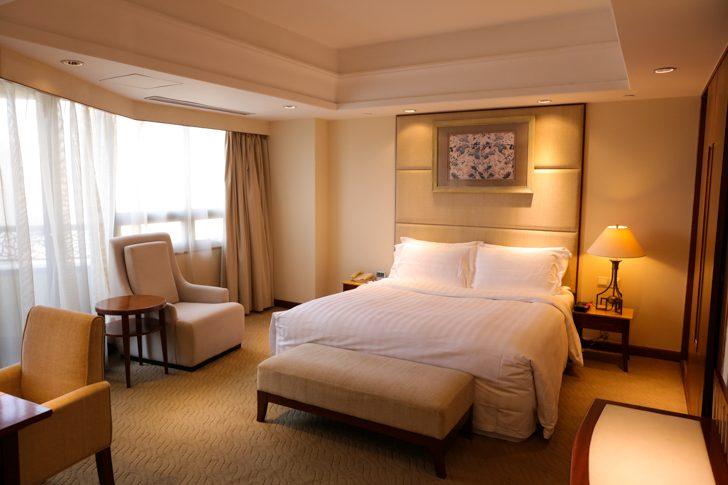 グランドメルキュール上海虹橋 客室2501 キングサイズベッドルーム
