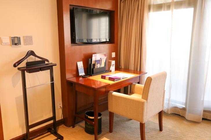 グランドメルキュール上海虹橋 客室2501 デスク