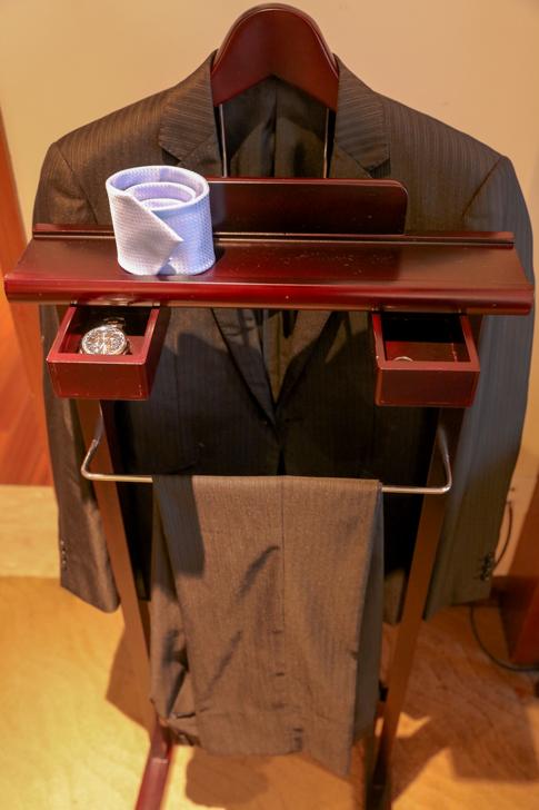 グランドメルキュール上海虹橋 客室2501 スーツハンガー2