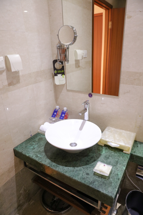 グランドメルキュール上海虹橋 客室2501 洗面所