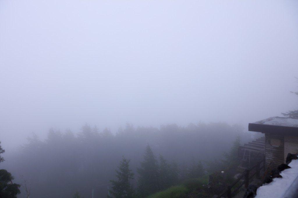 富士宮口五合目 霧に包まれる