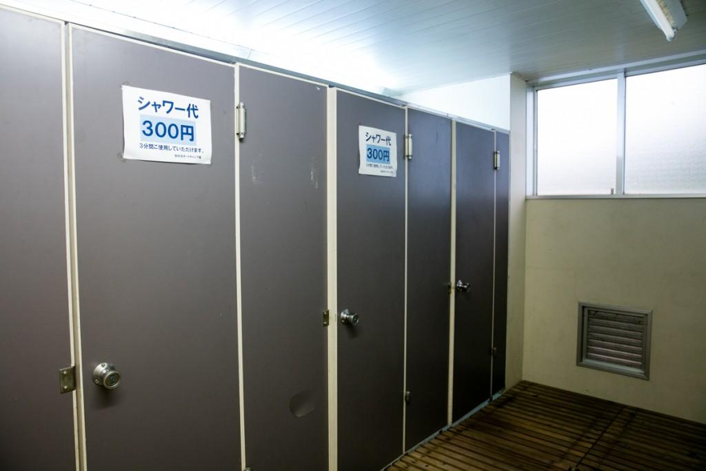 知内浜オートキャンプ場 シャワー室1