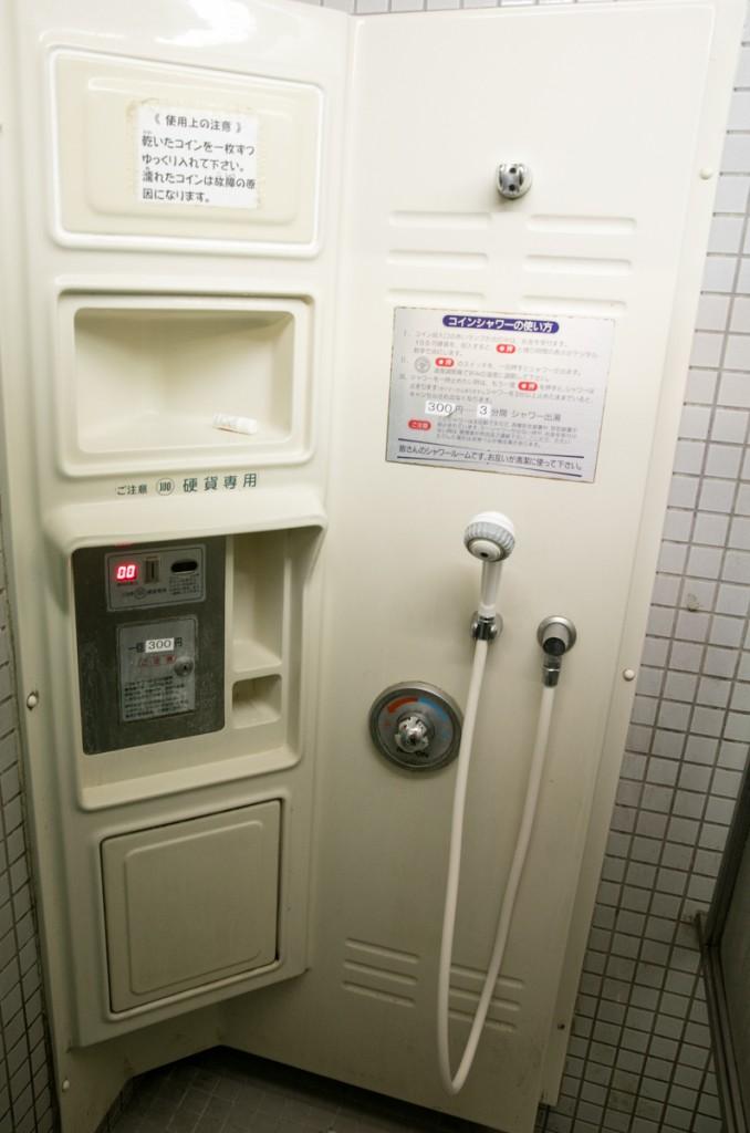 知内浜オートキャンプ場 シャワー室2