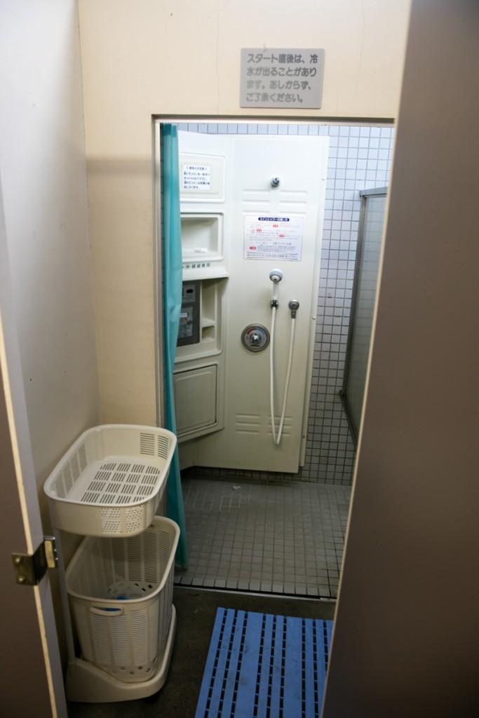 知内浜オートキャンプ場 シャワー室3