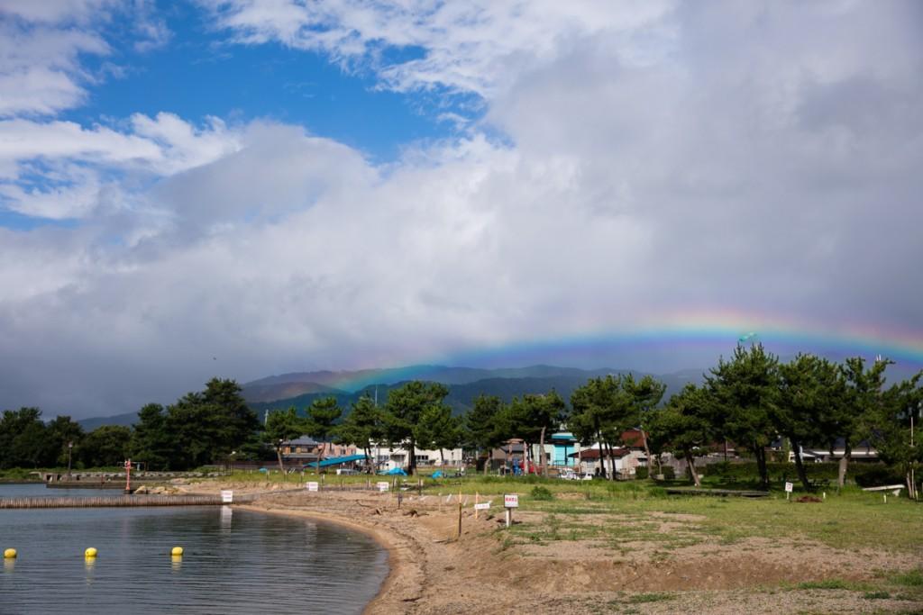 知内浜オートキャンプ場 浜辺からの虹