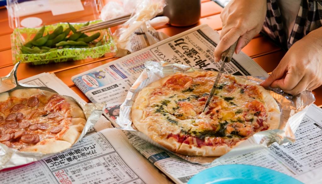 知内浜オートキャンプ場 ピザ釜で焼いたピザ